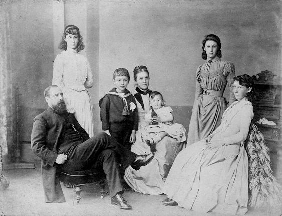 From left to right: James Henry Blackman, Elsie, Aylward, Anne Mary (nee Jacob), George, Flora and Winifred. By kind permission of Liverpool University Archives.